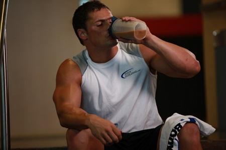 сколько протеина нужно пить
