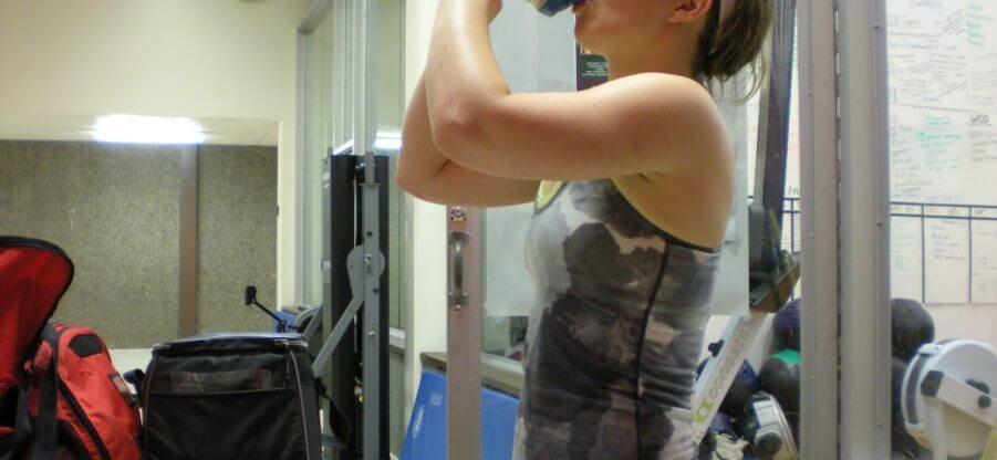 Стоит ли женщинам пить протеиновые добавки?