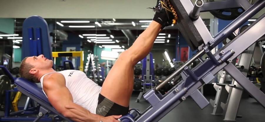 Правильное исполнение и варианты ошибок жима ногами в тренажере