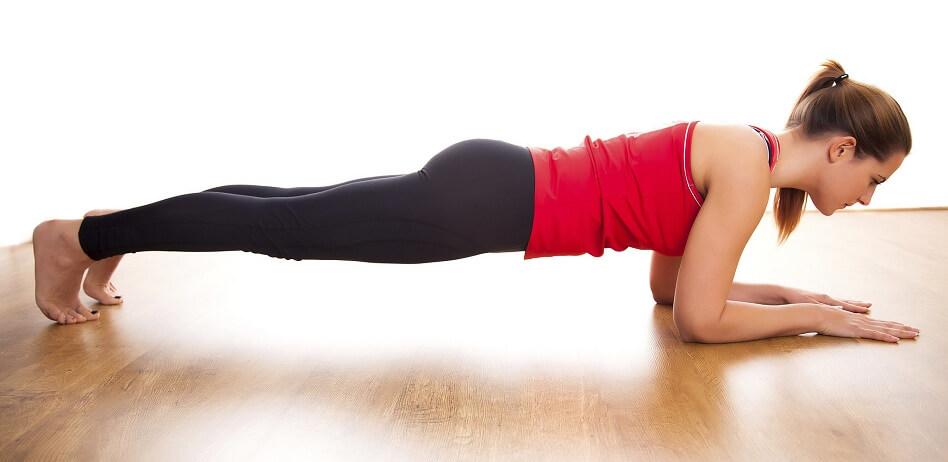 Как правильно делать планку для похудения в домашних