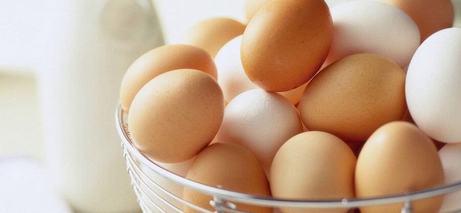Сколько грамм содержится в одном курином яйце?