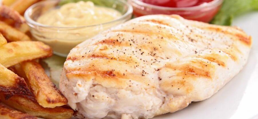 Сколько грамм белка содержится в 100 грамм куриной грудки?