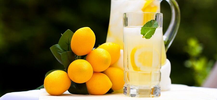 Вода с лимоном: свойства и польза для похудения
