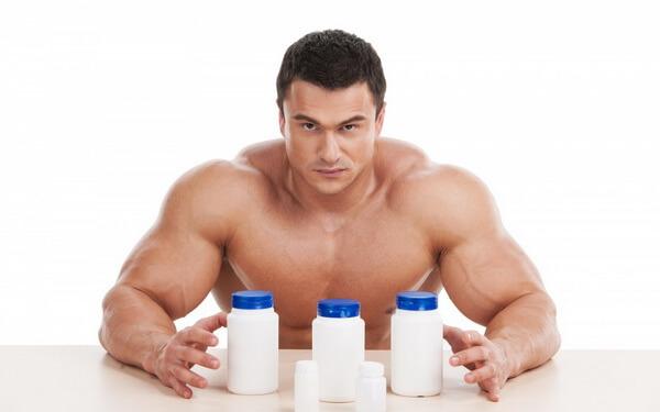 Культурист с протеином