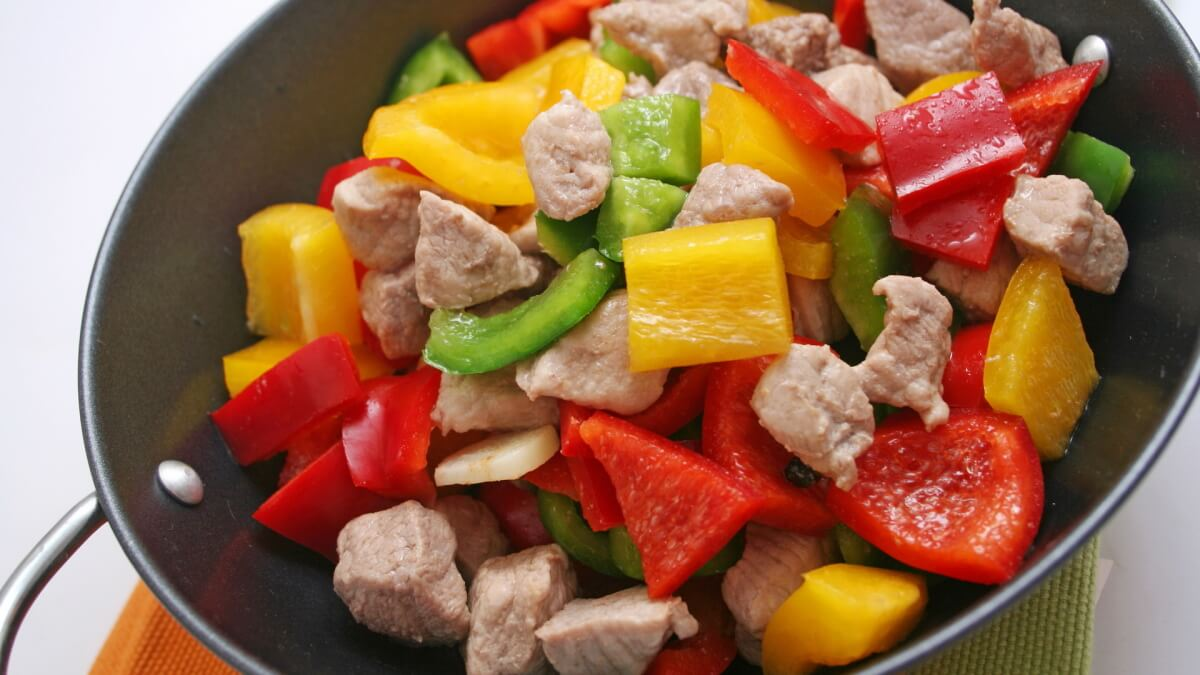 Десять шагов к правильному питанию правильное питание: кроме того, в меню самой мясной диеты допустимо и даже рекомендовано включать все эти продукты и потому заменять мясо в этом случае нет никакого смысла.