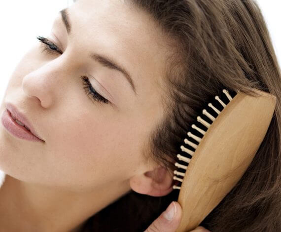 как правильно расчесывать волосы девушке